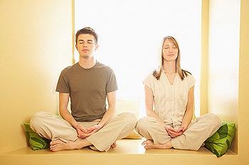 amigos-meditando